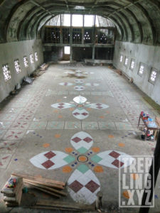 Lantai sudah sepenuhnya tertutup keramik