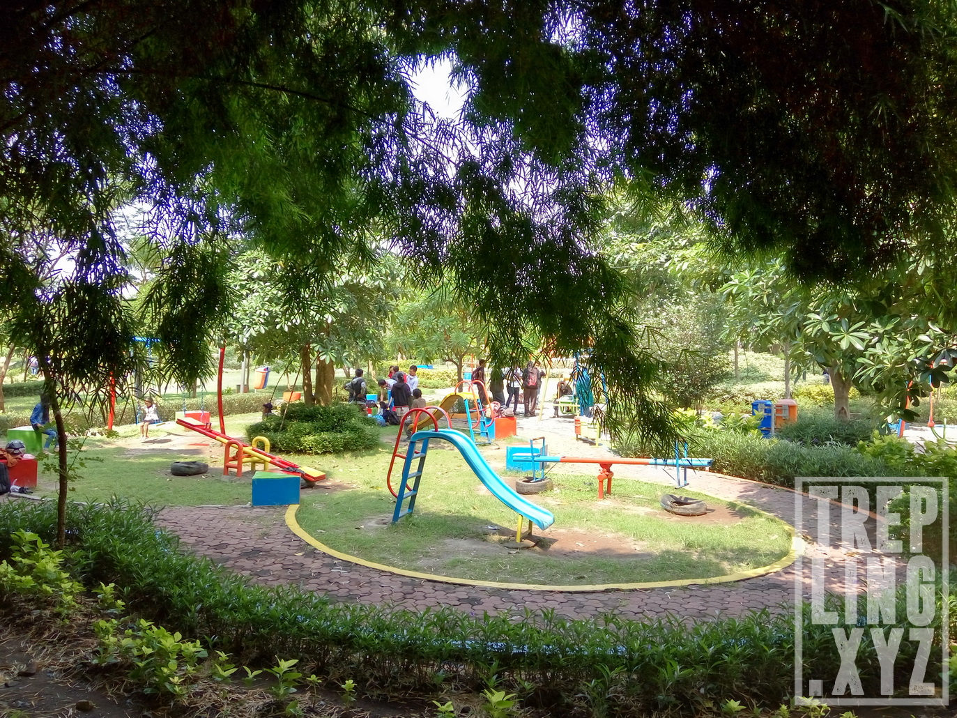 Rekreasi Bernuansa Asri Di Hutan Bambu Dan Taman Sakura Surabaya